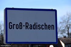 Meine Sammlung der lustigsten Ortsschilder Österreichs: witzige Ortstafeln, die mir auf meinen Fahrten durch Österreich unterkommen. #OrtsschilderLustig #ÖsterreichRoadtrip #WitzigeFotos #Witzige Bilder Signs, Funny Photos, Places, Shop Signs, Funny, Sign