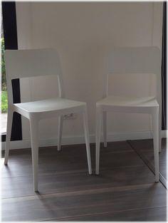Sedia leggera e impilabile, semplice e funzionale, la sedia è realizzata in polipropilene ruvido E' una sedia non ingombrante, comoda e facile da pulire. La sedia nasce per arredare con allegria gli ambienti esterni come giardini, terrazze e verande però può benissimo adattarsi anche ad ambienti interni come le #cucinemoderne e l' appartamento al #mare. Questa #sedia in plastica è ideale per il #contract: alberghi, hotel, ristoranti, bar