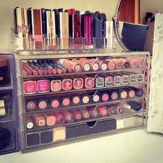 Y yo decía que tenía muchos. .. Make up organization