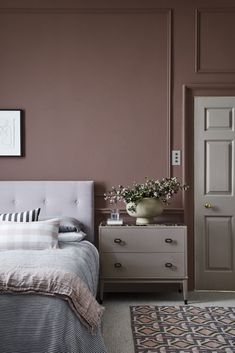 Bedroom Red, Bedroom Colors, Bedroom Wall, Little Greene Farbe, Peinture Little Greene, Brown Paint Colors, Neutral Paint, Red Paint, Little Greene Paint Company