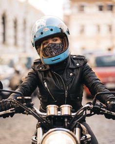 Best motorcycle outfit for women biker chick black 47 Ideas Motorcycle Style, Motorcycle Outfit, Biker Style, Motorcycle Jacket, Motorcycle Accessories, Lady Biker, Biker Girl, Moto Custom, Motos Vespa