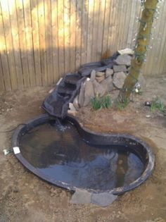 Ideas for small backyard patio diy water features Large Water Features, Water Features In The Garden, Diy Water Feature, Backyard Water Feature, Outdoor Ponds, Outdoor Fountains, Outdoor Games, Diy Pond, Pond Fountains