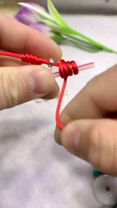 Diy Bracelets Patterns, Diy Friendship Bracelets Patterns, Diy Bracelets Easy, Diy Bracelets With Straws, Diy Bracelet Designs, Diy Crafts Jewelry, Bracelet Crafts, Bead Crafts, Diy Arts And Crafts