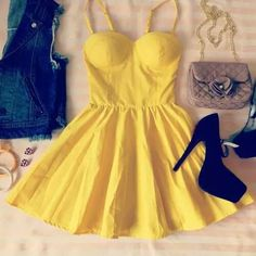 yellow dress ♥ love this outfit Backless Maxi Dresses, Bustier Dress, Maxi Dress With Sleeves, Sexy Dresses, Cute Dresses, Casual Dresses, Girls Dresses, Cute Outfits, Elegant Dresses