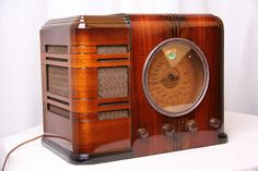 restored vintage radio 3 Today's Music on Vintage Radios for Art Deco and Mid century Aficionados