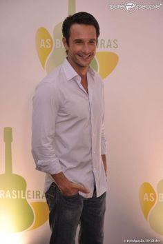 Rodrigo Santoro está namorando Melanie Fronckowiak, que interpretou Carla Ferrer na novela 'Rebelde', segundo coluna em 16 de maio de 2013