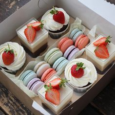 Extraordinarily beautiful and tasty sweets for a gift Baking Packaging, Dessert Packaging, Dessert Boxes, Dessert Decoration, Cupcakes Design, Macaroons, Victoria Cakes, Elegant Birthday Cakes, Buttercream Birthday Cake