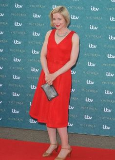 Lucy Worsley – 'Victoria' Premiere in London Dr Lucy Worsley, Tv Girls, London 2016, I Love Lucy, Victoria S, How To Look Better, Personal Style, Celebs, Night