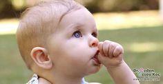 Psiko patolojik bir sorun olarak görülmeyen ve 4 yaşına kadar devam eden bir alışkanlık olarak değerlendirilen Çocuklarda parmak emme alışkanlığı, hemen hemen birçok bebekte görülüyor ve oldukça masum bir alışkanlık olarak değerlendiriliyor. Bu alışkanlığın anne rahminde kazanıldığı söyleniyor ve doğumdan sonra da bu alışkanlık devam ediyor. Yapılan en büyük hatalardan bir tanesi, bu alışkanlığın açlıktan kaynaklandığını düşünüp çocuğu yeniden emzirmeye çalışmak. Bu alışkanlığın açlık ile…