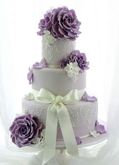 Cake: Leslea Matsis Cakes; Oh So Pretty Wedding Cake inspiration - Cake: Leslea Matsis Cakes #purpleweddingcakes