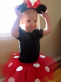 DIY Minnie Mouse Tutu--super cute and super easy!! Can be made for adult size too, definitely. Halloween is just around the corner! Can't wait.