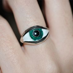 Green Eye Ring by Nora Kogan Piercings, Heart Pendant Necklace, Heart Earrings, Bling Bling, Bracelet Chanel, Catty Noir, Anna Wintour, Mode Outfits, Soft Grunge