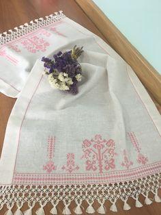 Gülay çakır Blackwork, Cross Stitch Patterns, Diy And Crafts, Dish Towels, Towels, Punto De Cruz, Dots, Cross Stitch, Embroidery