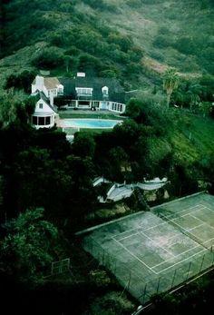 Errol Flynn' home on Mulholland Dr. No longer there.