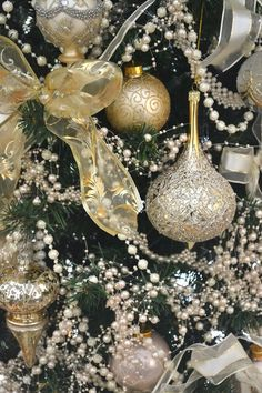 Elegant-Christmas-Tree-Ornaments.jpg!!! Bebe'!!! Beautiful Christmas tree in elegant gold and white!!! Tree is covered with an abundance of glittery gold and white glass ornaments!!! Very regal tree!!!