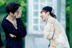 Myungsoo and Sunggyu - I love to see idols happy and laughing. Kim Myung Soo, Myungsoo, Infinite, Idol, The Incredibles, Laughing, Twitter, Happy, Infinity Symbol