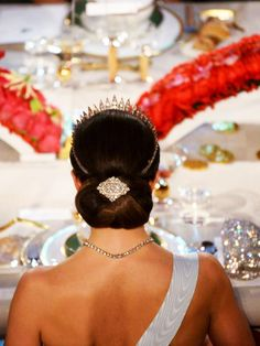 royalwatcher:  Crown Princess  Victoria-back hair detail