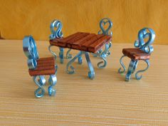 Tavolo e 4 sedie da giardino.