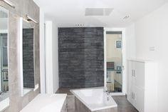 Ob Neubau, Sanierung oder Zusatzheizung: Infrarotheizungen von easyTherm sind ideal fürs Badezimmer geeignet. Sie sind kostengünstig, energieeffizient und überzeugen mit Ihrem modernen Design Alcove, Bathtub, Bathroom, New Construction, Contemporary Design, Infrared Heater, Bath Room, Homes, Standing Bath