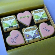 VW Campervan Cookies to eat on the way. I don't think they will last long. Sugar Cookie Icing, Royal Icing Cookies, Cupcake Cookies, Sugar Cookies, Cupcakes, Bus Camper, Camper Van Cake, Volkswagen, Iced Biscuits