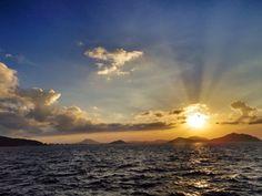 26 July 18:55 強い日差しが拡散する博多湾の夕暮れ。対岸は糸島半島です。 #sunset #fukuoka ( Evening Now at Hakata bay in Japan)