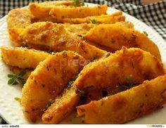 Oloupané brambory nakrájíme po délce na osminky. Dáme do studené vody na 30 minut a osušíme.Vejce rozšleháme se solí, kořením a pepřem.... Culinary Arts, No Cook Meals, Sweet Potato, Carrots, Vegetarian Recipes, Food And Drink, Potatoes, Vegetables, Fit