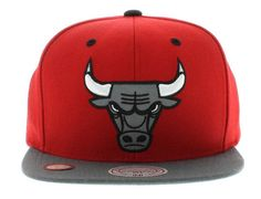 XL 2 Tone Reflective Chicago Bulls Snapback Cap by MITCHELL & NESS Best Caps, Snapback Cap, Chicago Bulls, Team Logo, Hats, Red, Caps Hats, Hat, Snapback