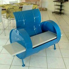 Mueble de barril de lata reciclado