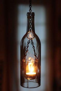 déco récup avec des bouteilles de vin vides pour créer une atmosphère douillette et romantique