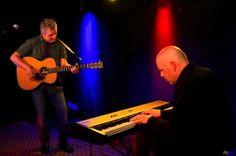 Iain Matthews, voormalig frontman van de Britse folk-rockband Fairport Convention en de Limburgse pianist Egbert Derix vormen al een jaar of acht een succesvol duo. Op het podium zorgt de chemie tussen beide muzikanten voor een bijzondere sfeer en verrassende muzikale hoogstandjes. Twee jaar geleden gaven ze een onvergetelijk concert in het grottheater. Daarom zijn ze in het jubileumjaar teruggevraagd. Donderdag 25 augustus – Aanvang 20.30 uur − € 12,50