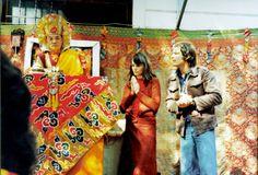 """12. Hannah und Ole Nydahl 1977 mit dem 16. Karmapa im niederösterreichischen Scheibbs © W-film / Connected Pictures. Pressebilder """"Hannah – Ein buddhistischer Weg zur Freiheit"""" Kinostart: 18.01.2018"""