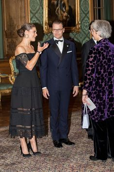 Sweden's Crown Princess Victoria and her husband Prince Daniel chat to guests at the gala dinner at Stockholm Palace on Friday evening, September 2018 Victoria Prince, Princess Victoria Of Sweden, Princess Estelle, Crown Princess Victoria, Princesa Victoria, Queen Of Sweden, Sweden Fashion, Swedish Royalty, Royal Clothing