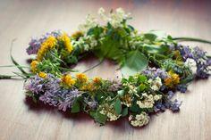 Seelenschimmer, Tagundnachtgleiche Hawaiian, Bliss, Floral Wreath, Wreaths, Decor, Yellow Candles, Purple Candles, Backyard Restaurant, Plants
