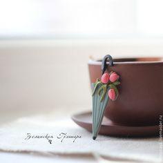 8 марта. Брошь - коралловый,розовый,серый,зонт,зонтик,брошь из полимерной глины
