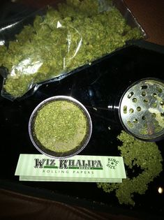 Buy Wiz Khalifa Brand Rolling Papers - Submission specialist