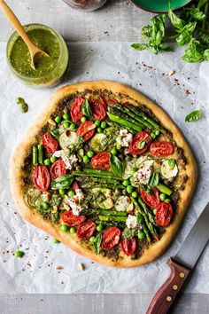 This spring cheeseless pizza is is loaded with veggies pesto and vegan ricotta it's ideal for vegans or those looking to eat healthier. Vegan Pizza Recipe, Pizza Recipes, Vegan Recipes, Delicious Recipes, Yummy Food, Chicken Recipes, Prosciutto Pizza, Ricotta Pizza, Pesto Pizza