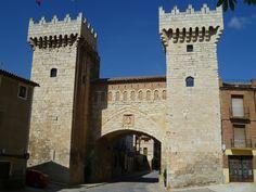 La monumental Puerta de Abajo, fue levantada en el siglo XV como punto principal de entrada al recinto amurallado que…http://www.rutasconhistoria.es/loc/puerta-de-abajo-daroca