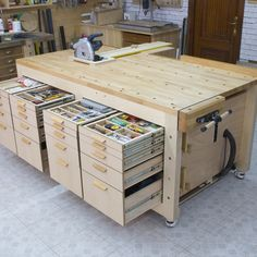 Homemade High Capacity Multi-Function Plywood Workbench Holzprojekte - wood working projects tools Homemade High Capacity Multi-Function Plywood Workbench wood projects - w Workbench Plans Diy, Woodworking Bench Plans, Woodworking Workshop, Easy Woodworking Projects, Woodworking Tools, Woodworking Techniques, Garage Workbench, Plywood Projects, Workbench Organization