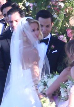 Anna Camp and Skylar Astin tied the knot in a gorgeous outdoor ceremony at a winery in Santa Ynez, CA on Saturday. The Pitch Perfect actr. Pitch Perfect Movie, Anna Camp, Skylar Astin, Musical Film, Outdoor Ceremony, Celebrity Weddings, Wedding Pictures, Good Movies, Photo Galleries