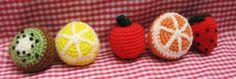 Prendedores de frutas amigurumi, $25 en https://ofeliafeliz.com.ar