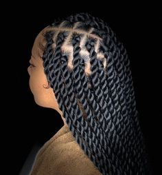 All styles of box braids to sublimate her hair afro On long box braids, everything is allowed! For fans of all kinds of buns, Afro braids in XXL bun bun work as well as the low glamorous bun Zoe Kravitz. Box Braids Hairstyles, Marley Twist Hairstyles, Braided Hairstyles For Black Women, Braids For Black Hair, My Hairstyle, Hairstyles For African Hair, Braided Ponytail Hairstyles, Dance Hairstyles, Braid Hairstyles