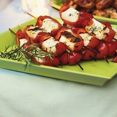 Halloumi Cheese and Roasted Bell Pepper Miniature Skewers Vegetarian Starters, Vegetarian Recipes, Ricardo Recipe, Bar B Que, Skewers, Clean Recipes, Caprese Salad, Entrees, Bbq