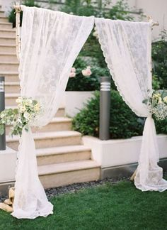 romantic ceremony arch with lace and flowers http://weddingwonderland.it/2015/02/pizzo-matrimonio.html