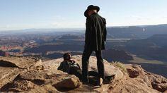 Ed Harris er replikksterk og handlekraftig som den ikoniske Gunslinger i Westworld. (Foto: HBO Nordic)