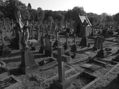 Gothic Victorian Graveyards: Putney Vale Cemetery | Wonderful Things