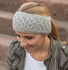 Die kalte Jahreszeit hat begonnen und Du wolltest Dir schon immer Dein eigenes S… The cold season has started and you always wanted to knit your own headband? Here you will learn how to do it – with a basic guide that is well suited for bloody beginners. Easy Knitting, Knitting For Beginners, Knitting Socks, Baby Knitting Patterns, Knitting Stitches, Crochet Patterns, Headband Pattern, Knitted Headband, Knitted Blankets
