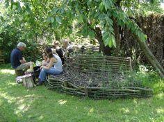 Tuin | Boombankje met natuurlijke uitstraling, gemaakt van snoeihout. Door mistey