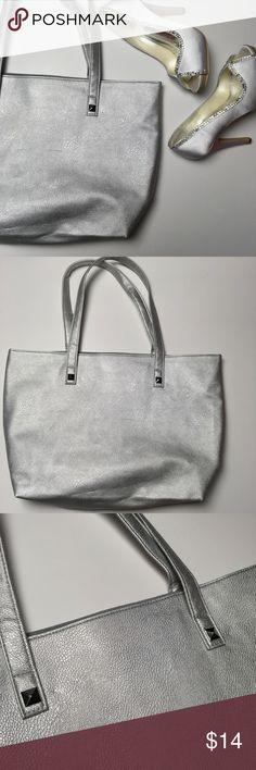 Metallic Silver Studded Bag 💕 Cute bag! Excellent condition. 😍 Matrix Bags