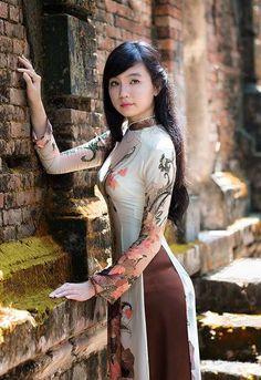 Ao dai vietnam vietnam beautiful girls ao dai the is a vietnam girl vietnamese dress nice dresses long dresses asian girl asian ladies asian woman pretty girls ao dai ccuart Images