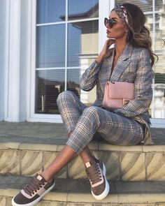 27 Fall Stylish Outfits That Always Look Great outfit fashion casualoutfit fashiontrends Source by termecine outfits elegant Mode Outfits, Fashion Outfits, Womens Fashion, Office Outfits, Fashion Scarves, Office Attire, Jeans Fashion, Business Outfits, Fashion Bags